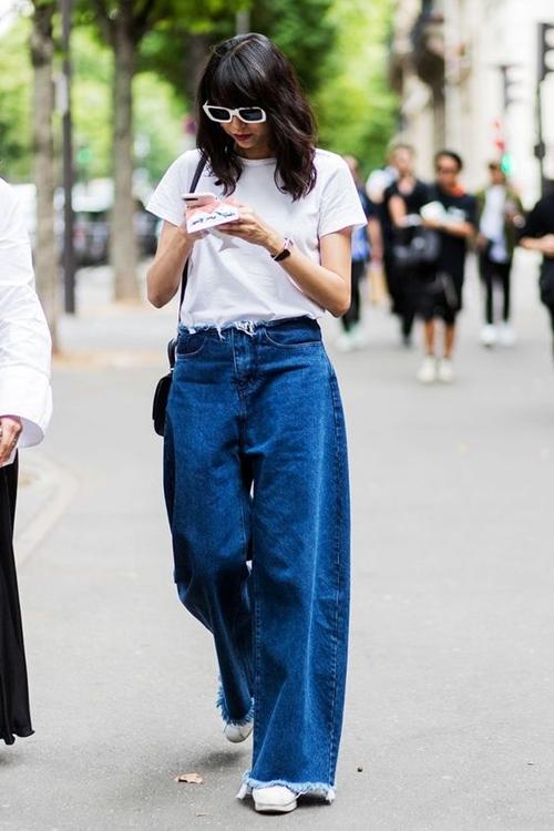 Quên kiểu quần jeans bó giò đi, đây mới là mốt jeans thống trị 2019 - Ảnh 9