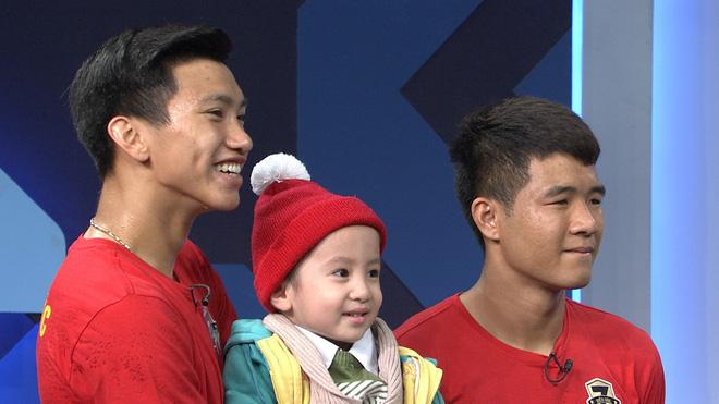 Xúc động dòng status của Quang Hải và Văn Hậu gửi đến bé trai 4 tuổi bị u não - Ảnh 1