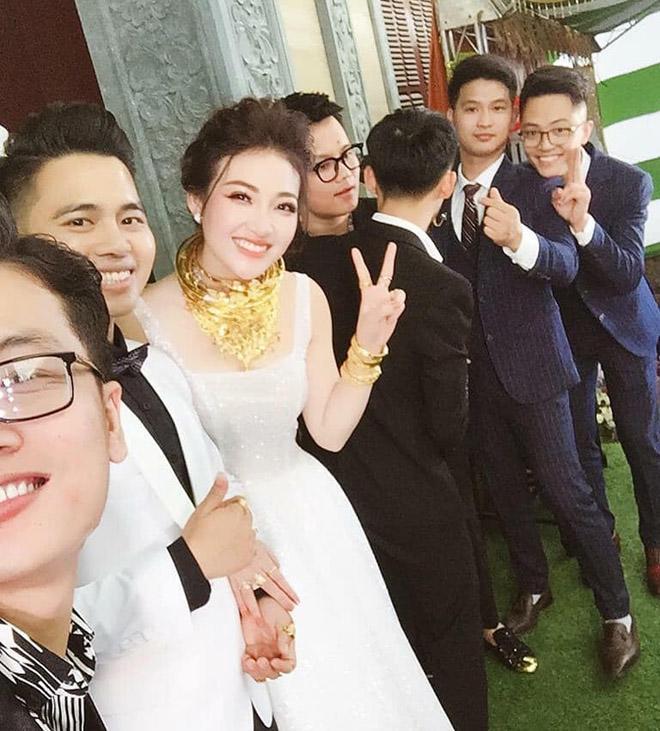 Cô dâu Nam Định được bố tặng 200 cây vàng: Chị gái từng được đón dâu bằng máy bay - Ảnh 1