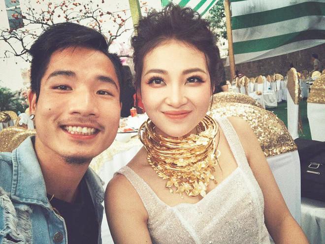 Cô dâu vàng đeo trĩu cổ sống trong lâu đài 7 tầng ở Nam Định: Bố mẹ cho 200 cây vàng, 2 sổ đỏ và rước dâu bằng Rolls-Royce Phantom 35 tỷ - Ảnh 1