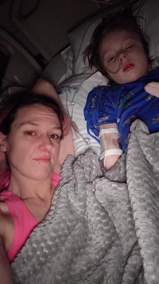 Con 4 tuổi phải cắt bỏ ruột, mẹ hoảng hồn khi biết nguyên nhân là thứ đứa trẻ nào cũng chơi hàng ngày - Ảnh 2