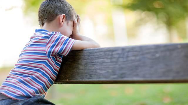 Cứ nghĩ con bị bong gân khi kêu đau ở đùi thế nhưng cha mẹ chẳng ngờ đến điều này vào sáng hôm sau - Ảnh 1
