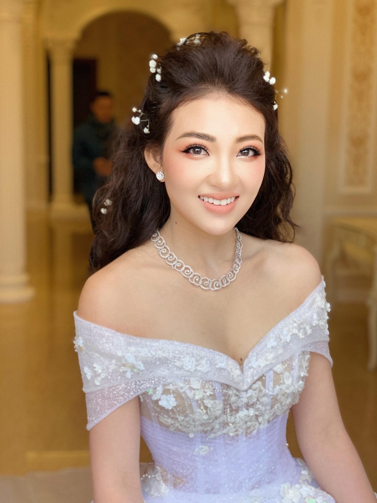 Đám cưới khủng của cô dâu trong lâu đài 7 tầng: Gây chú ý không kém là bộ trang sức đính kim cương 9 tỷ, nhiều món là bản giới hạn - Ảnh 2