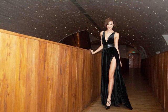 Diện váy gợi cảm hết mức đến sự kiện, Phương Mai lộ vòng 1 ngồn ngộn - Ảnh 8