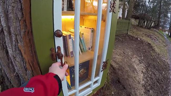 Hi sinh cây cổ thụ trăm tuổi cạnh nhà, người phụ nữ xây dựng thành một thư viện đầu tiên cho cả khu dân cư - Ảnh 5