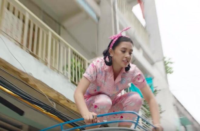 Hoa hậu Tiểu Vy nhảy lầu trong MV mới của Justatee - Ảnh 2