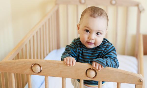 Mách cha mẹ một số cách cực đơn giản giúp trẻ sơ sinh ngủ ngoan một mình trong cũi từ khi mới lọt lòng - Ảnh 2