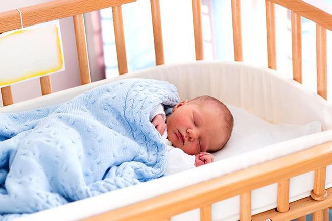 Mách cha mẹ một số cách cực đơn giản giúp trẻ sơ sinh ngủ ngoan một mình trong cũi từ khi mới lọt lòng - Ảnh 3