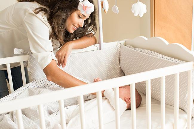 Mách cha mẹ một số cách cực đơn giản giúp trẻ sơ sinh ngủ ngoan một mình trong cũi từ khi mới lọt lòng - Ảnh 6