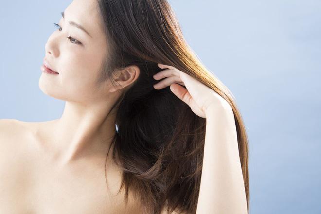 5 mẹo nhỏ lận lưng giúp cho tóc bạn mọc 'nhanh như cỏ', dày và khỏe hơn chỉ sau vài tuần - Ảnh 2