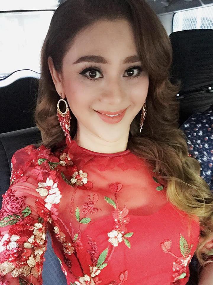 Lâm Khánh Chi hóa thiếu nữ đôi mươi bên dàn cầu thủ điển trai U23 - Ảnh 5