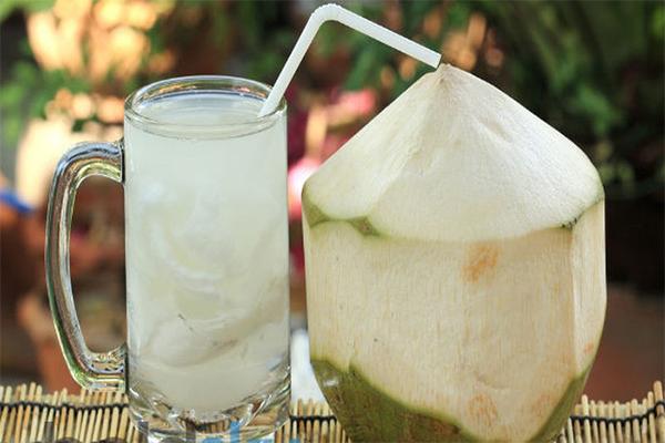 Uống nước dừa liên tục trong 7 ngày bằng cách này, cân nặng giảm đến 'chóng mặt' - Ảnh 1