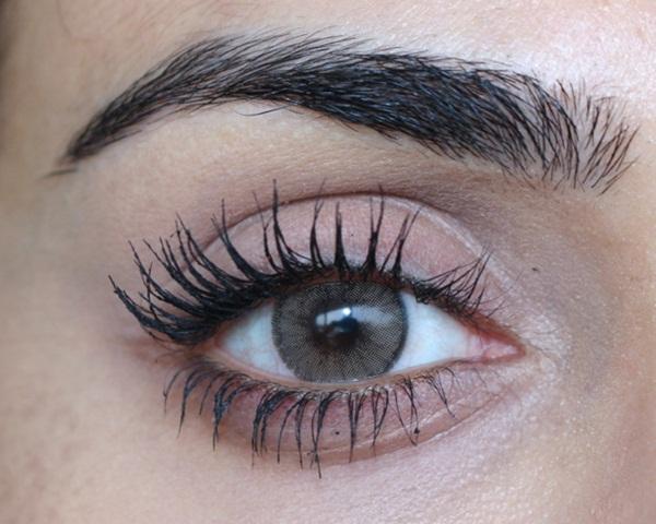 Dành cả thanh xuân để chuốt mascara vẫn không ưng ý, dùng phấn rôm sẽ giúp bạn sở hữu lông mi dày-rậm-cong vút mà chẳng tốn đến 1 phút - Ảnh 1