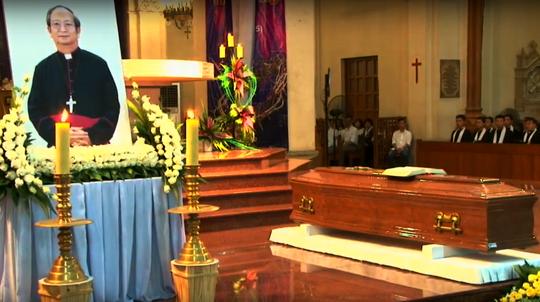 Đón linh cữu Tổng giám mục Phaolô Bùi Văn Đọc tại nhà thờ Đức Bà - Ảnh 4
