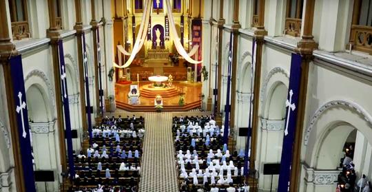 Đón linh cữu Tổng giám mục Phaolô Bùi Văn Đọc tại nhà thờ Đức Bà - Ảnh 5