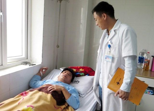 Nghệ An: Thầy giáo tát học sinh bị phụ huynh đánh dập sống mũi - Ảnh 1