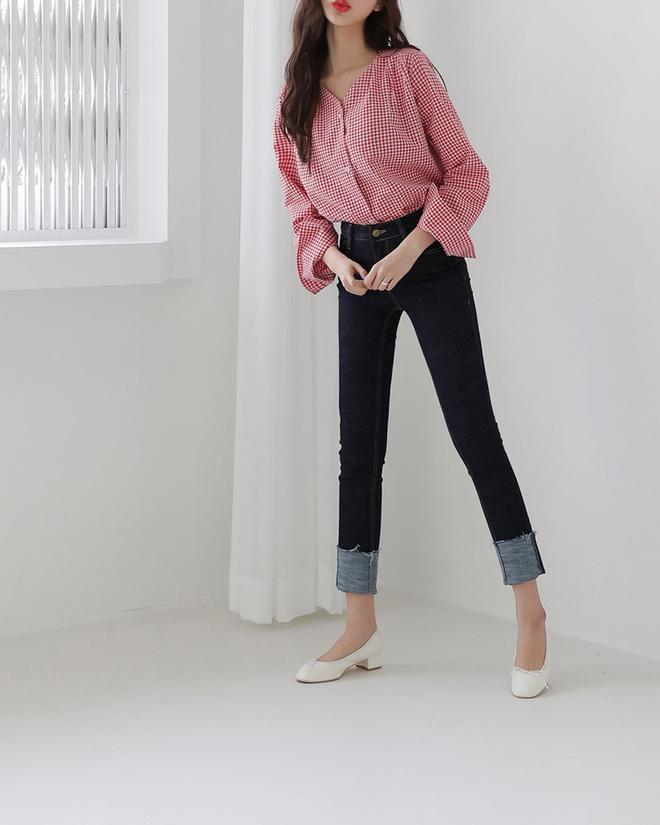 Sắm gì thì sắm, tủ đồ của bạn nên có đủ 4 kiểu quần jeans này để không bao giờ phải lo 'không có gì để mặc' - Ảnh 2