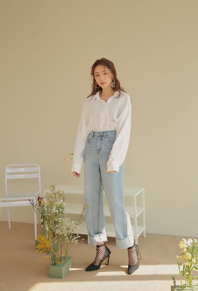 Sắm gì thì sắm, tủ đồ của bạn nên có đủ 4 kiểu quần jeans này để không bao giờ phải lo 'không có gì để mặc' - Ảnh 3