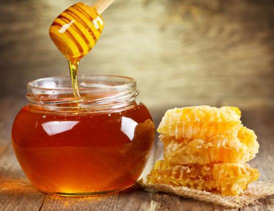 Trẻ đẹp như tuổi đôi mươi, sức khỏe dẻo dai nhờ thường xuyên uống mật ong pha chế theo cách này - Ảnh 1