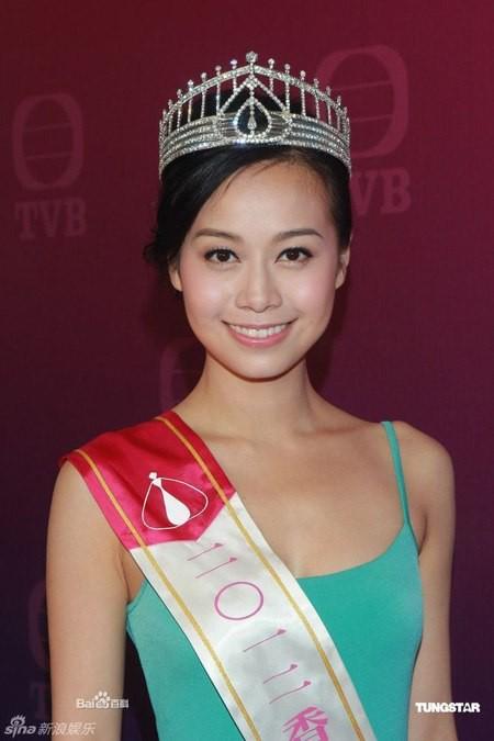 Á hậu Huỳnh Tâm Dĩnh chính là 'con giáp thứ 13' đáng sợ nhất làng giải trí Hong Kong - Ảnh 4