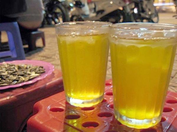 Uống trà đá để giải khát, cẩn thận rước bệnh vào người - Ảnh 1