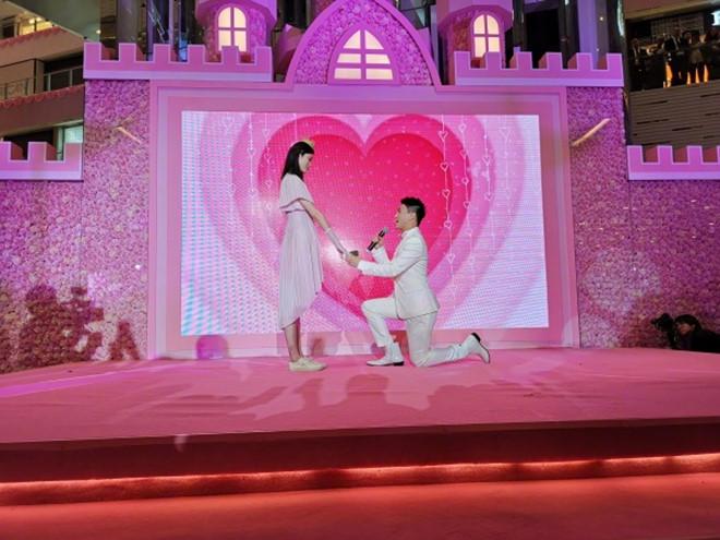 Cận cảnh nhan sắc siêu gợi cảm của Hề Mộng Dao – mỹ nhân được con trai vua sòng bạc Macau cầu hôn - Ảnh 1