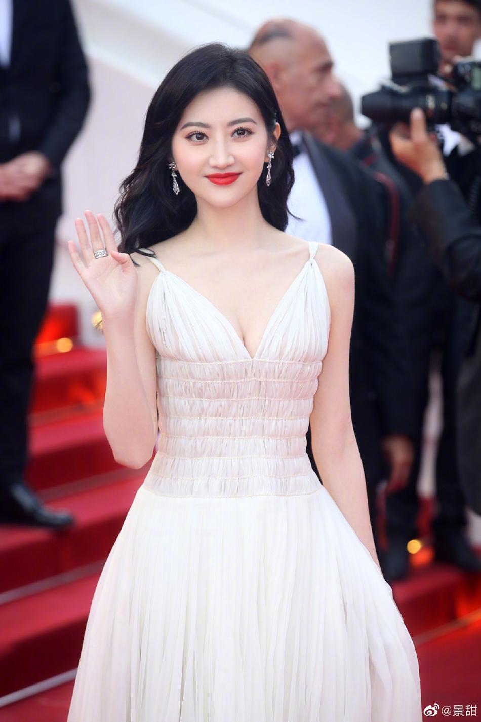 Đệ nhất mỹ nhân Bắc Kinh Cảnh Điềm 3 lần bị đuổi khéo khỏi thảm đỏ Cannes 2019 - Ảnh 6