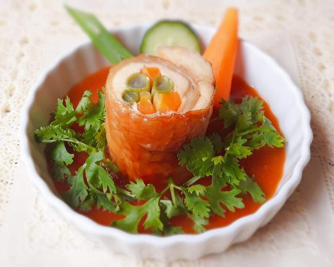 Bữa tối ngon đẹp như nhà hàng với món gà cuộn rau củ nướng thơm phức - Ảnh 4