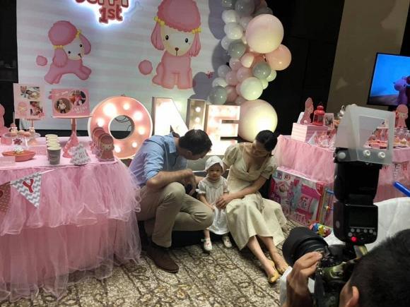 Rò rỉ loạt ảnh siêu đáng yêu của Lina – con gái Lan Phương và chồng Tây trong tiệc sinh nhật tròn 1 tuổi - Ảnh 4