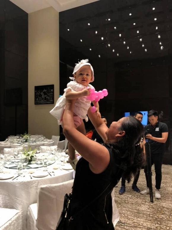 Rò rỉ loạt ảnh siêu đáng yêu của Lina – con gái Lan Phương và chồng Tây trong tiệc sinh nhật tròn 1 tuổi - Ảnh 7