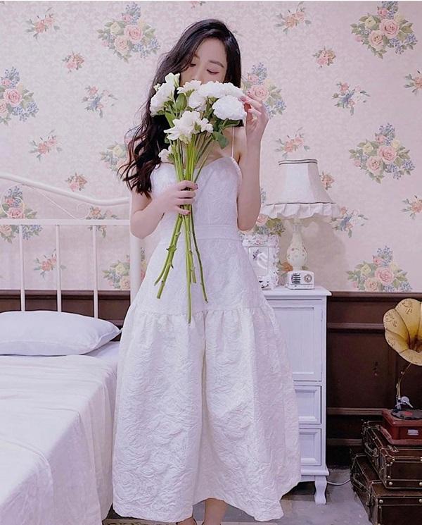 4 kiểu váy 2 dây sang chảnh cần có trong tủ đồ mùa hè này - Ảnh 7