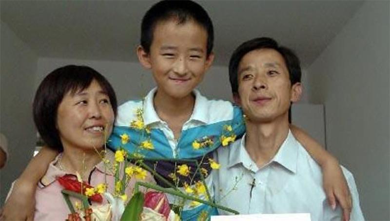 Cậu bé đòi phải có nhà ở thủ đô mới chịu đi học, bố mẹ nhất quyết không làm theo, 8 năm sau tiếc đứt ruột vì không nghe con - Ảnh 3