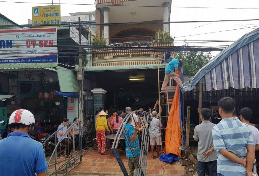 Xe container tông 5 người tử vong ở Tây Ninh: Tang thương cảnh người thân khóc ngất bên 4 quan tài đặt cạnh nhau - Ảnh 1