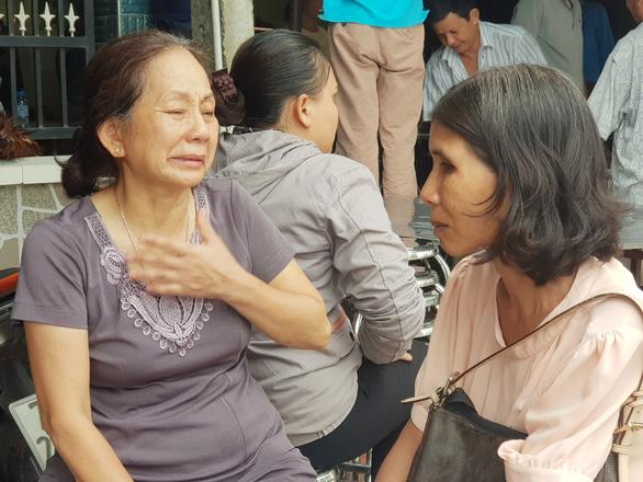 Xe container tông 5 người tử vong ở Tây Ninh: Tang thương cảnh người thân khóc ngất bên 4 quan tài đặt cạnh nhau - Ảnh 2