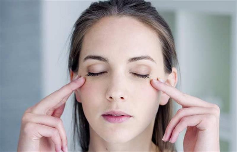 Bạn sẽ sở hữu gương mặt tươi trẻ như tuổi đôi mươi nếu thực hiện cách massage này tại nhà - Ảnh 2