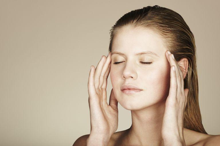 Bạn sẽ sở hữu gương mặt tươi trẻ như tuổi đôi mươi nếu thực hiện cách massage này tại nhà - Ảnh 3