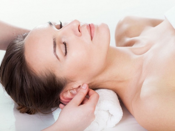 Bạn sẽ sở hữu gương mặt tươi trẻ như tuổi đôi mươi nếu thực hiện cách massage này tại nhà - Ảnh 4
