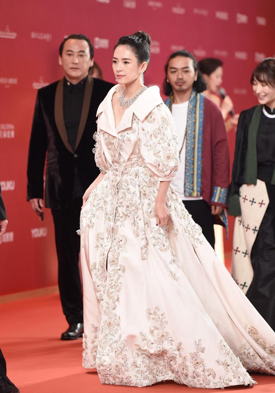 Dàn mỹ nhân Hoa ngữ đọ sắc trên thảm đỏ Liên hoan phim Thượng Hải 2019 - Ảnh 1