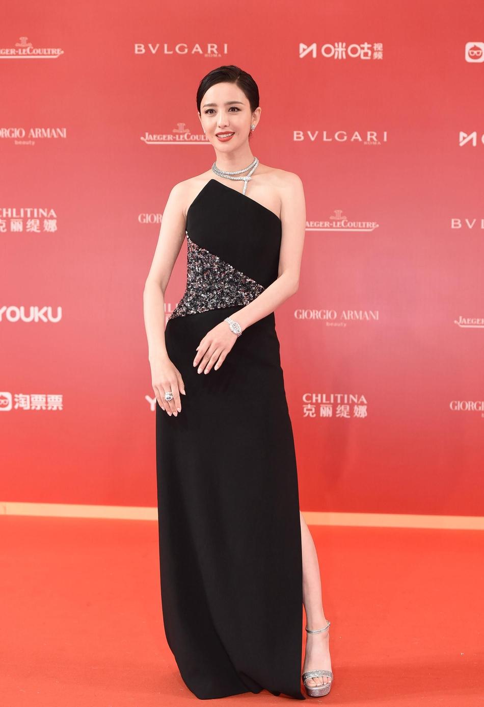 Dàn mỹ nhân Hoa ngữ đọ sắc trên thảm đỏ Liên hoan phim Thượng Hải 2019 - Ảnh 15