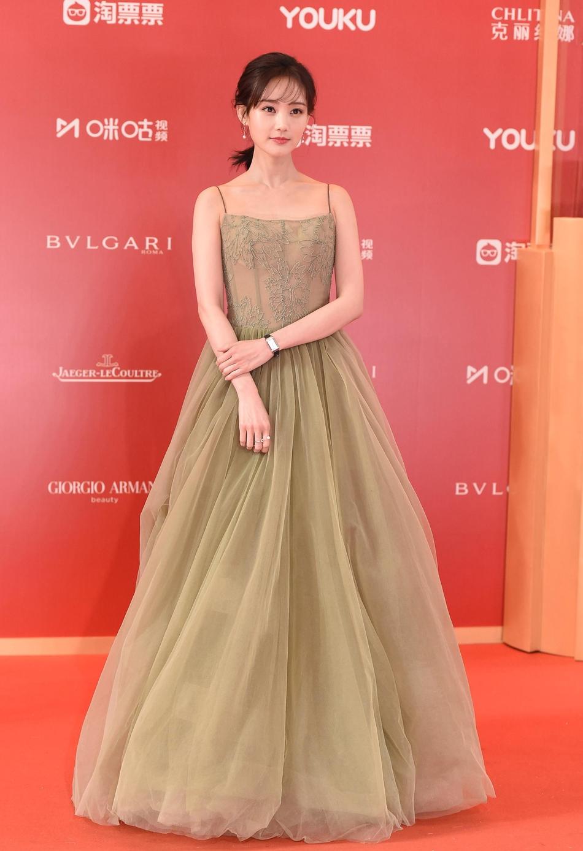 Dàn mỹ nhân Hoa ngữ đọ sắc trên thảm đỏ Liên hoan phim Thượng Hải 2019 - Ảnh 16