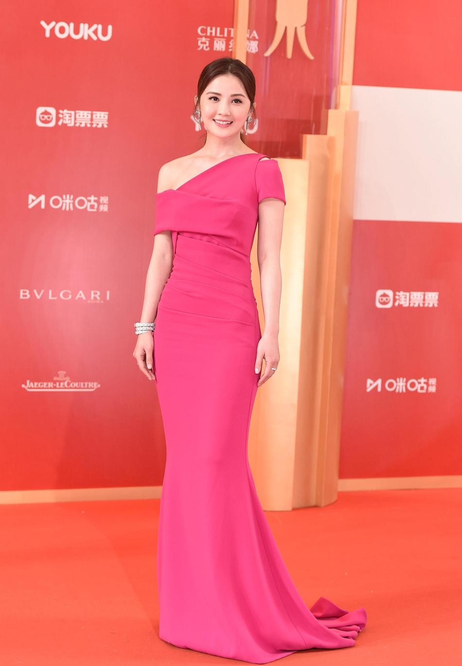 Dàn mỹ nhân Hoa ngữ đọ sắc trên thảm đỏ Liên hoan phim Thượng Hải 2019 - Ảnh 17