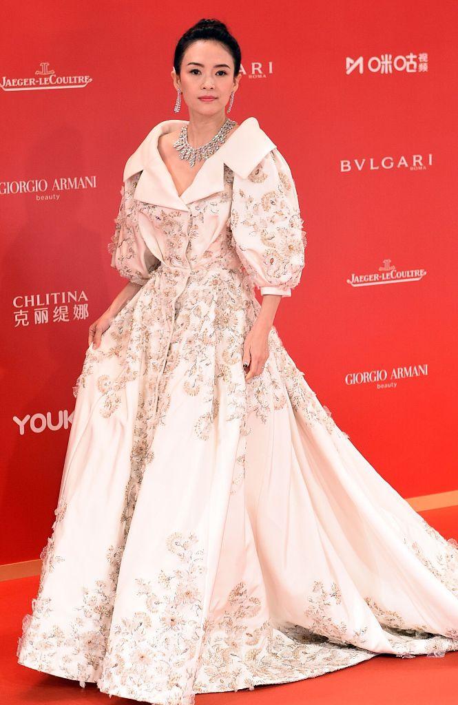 Dàn mỹ nhân Hoa ngữ đọ sắc trên thảm đỏ Liên hoan phim Thượng Hải 2019 - Ảnh 2