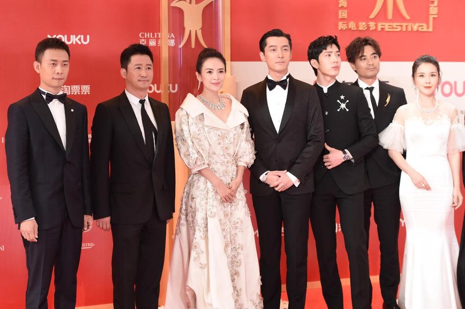 Dàn mỹ nhân Hoa ngữ đọ sắc trên thảm đỏ Liên hoan phim Thượng Hải 2019 - Ảnh 3