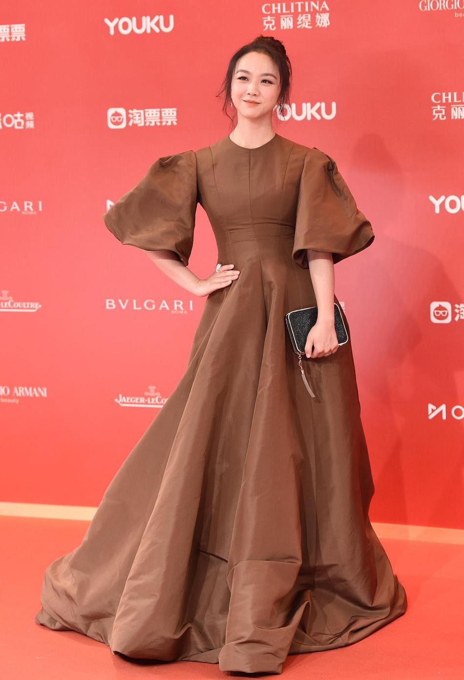 Dàn mỹ nhân Hoa ngữ đọ sắc trên thảm đỏ Liên hoan phim Thượng Hải 2019 - Ảnh 9