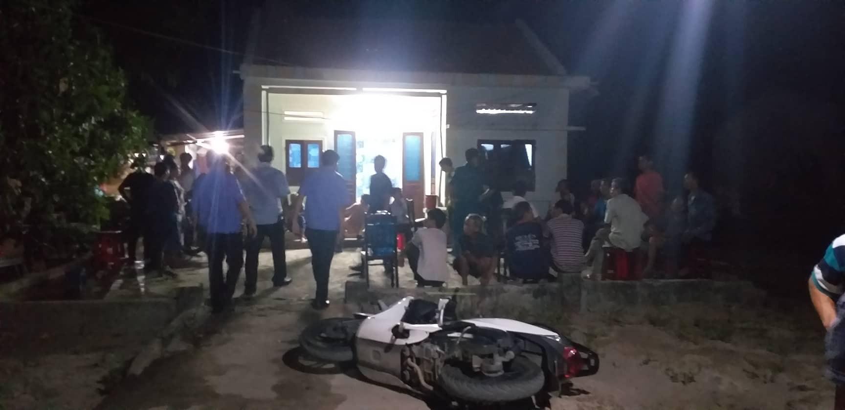 Nóng: Cha tử vong, 2 con nguy kịch vì bị nhóm thanh niên đến tận nhà truy sát kinh hoàng - Ảnh 1