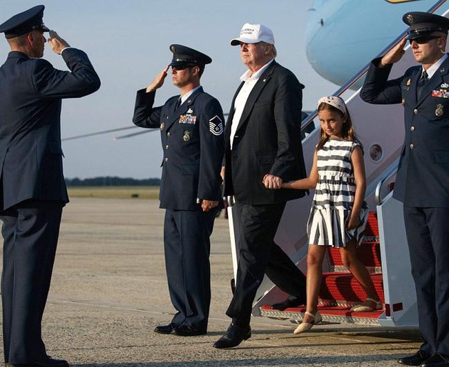 Các con Tổng thống Trump chúc mừng sinh nhật cha bằng một loạt bức hình ý nghĩa còn Đệ nhất phu nhân Mỹ có hành động ngược lại - Ảnh 1