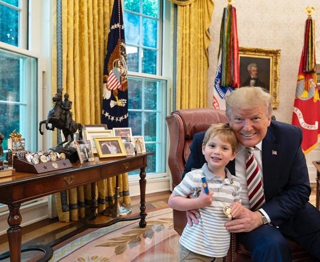 Các con Tổng thống Trump chúc mừng sinh nhật cha bằng một loạt bức hình ý nghĩa còn Đệ nhất phu nhân Mỹ có hành động ngược lại - Ảnh 2