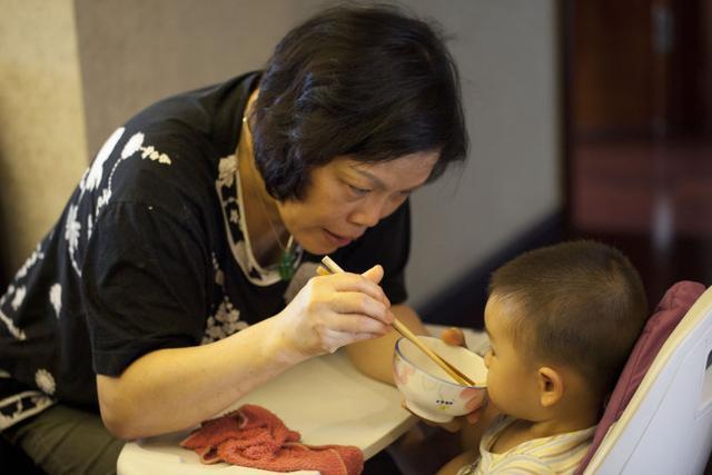 Cháu gái 3 tuổi ngộ độc nặng sau bữa cơm nhà, bà ngoại hối hận vì sai lầm khi luộc trứng gà, rất nhiều gia đình cũng mắc phải - Ảnh 3