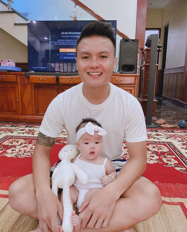 Quang Hải khoe ảnh Huỳnh Anh bế cháu ruột, khen ngầm bạn gái có biệt tài chăm trẻ khiến anh hài lòng - Ảnh 2