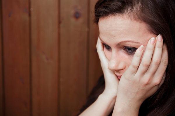 Về thăm mẹ, nhìn cảnh bà đang phải chịu, tôi không dám trách móc anh trai mà chỉ biết kể lể với chồng, không ngờ chồng nói một câu khiến tôi sững sờ - Ảnh 1